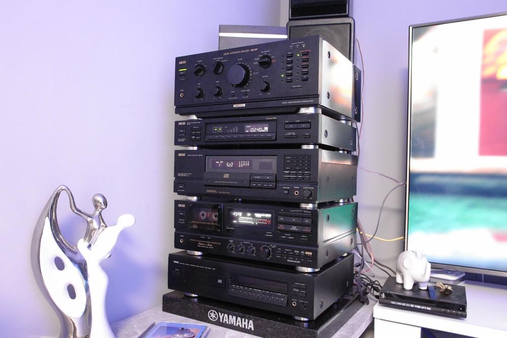 Vintage_stereo_Akai.jpg