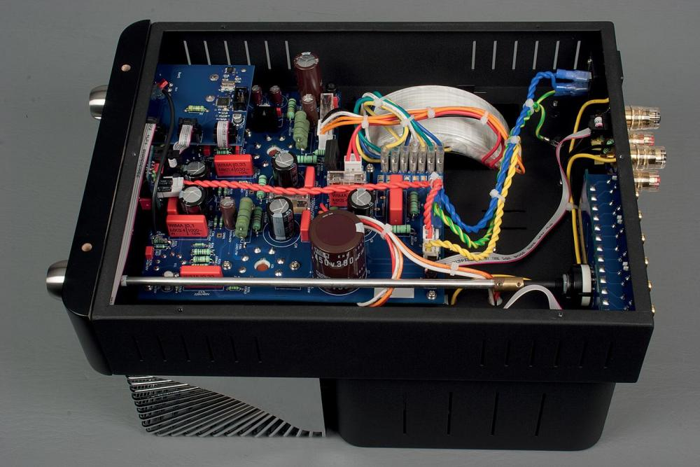 unison-research-12-watts-v-nice-amp.thumb.jpg.c84c054e5051695e41071c896a1db22e.jpg