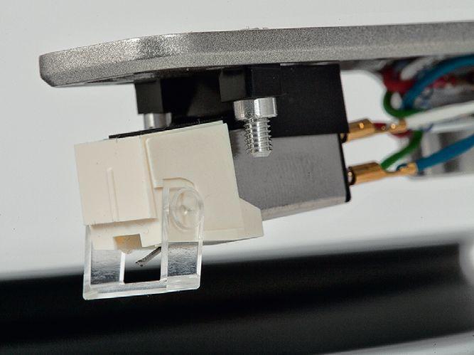 gramofon-denondp-450usb-audiocompl-fot7.jpg.610c83717f14621cb1333a42c6aafb5c.jpg