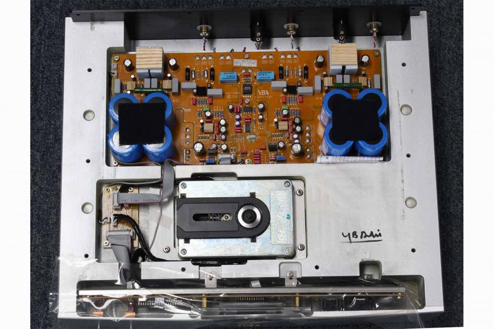 Signature-CD-inner-image-from-top.thumb.jpg.f0e5cbcc36318e19eeb47c4566173ab5.jpg