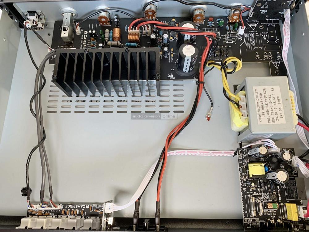Cambridge Audio-AXA25-sztereó-erősítő-inside-top_big.jpg